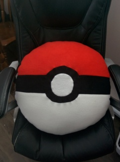 https://cholyknight.com/2016/03/18/pokeball-pillow/